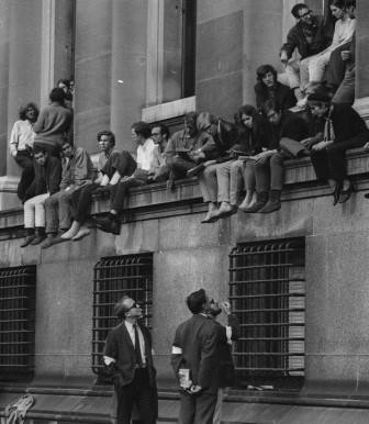 Faculty talking to students at Low Library protest, 1968